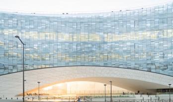 挪威事务所Snøhetta将雪一般的建筑搬到了巴黎 | 世界报巴黎总部