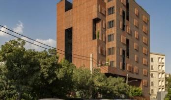 砖石结构像素化装饰 | 谢里夫理工大学办公楼