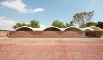 混凝土的张力:阿里坎特住宅 / Mesura