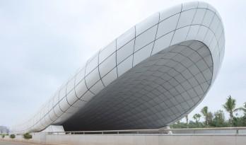 海口文明东隧道光过渡设计:优雅纯洁的白色贝壳 / 槃达中国
