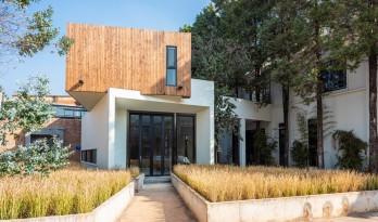 长空创作办公楼:农耕自然般的静谧与优雅 / 长空创作