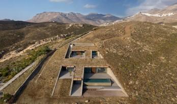 "嵌入地下的""洞穴""住宅,希腊 / Mold Architects"