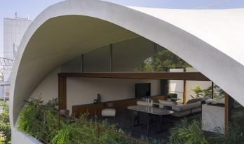 东京天空洞穴住宅:静谧的自然居所 / IKAWAYA Architects