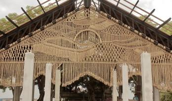 """巴厘岛海边的流苏""""披风"""" ,传统手工艺的温度 / Agnes Hansella"""