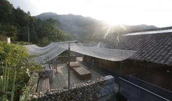 小岙中通文化驿站:古朴村落中悠然而居 / 众生设计