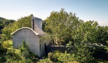 落于林间的混凝土小教堂,静谧优雅而富有自然气息,葡萄牙 / Nicholas Burns