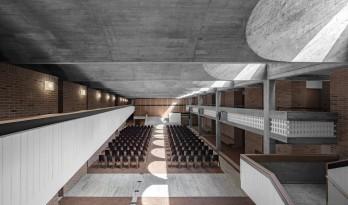 尼古拉学院改造更新,精简的材料,纯粹的空间 / MoDusArchitects
