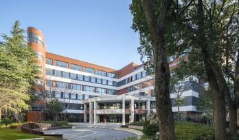 复旦附中博学楼外立面改造 / 上海华都建筑规划设计有限公司(HDD)