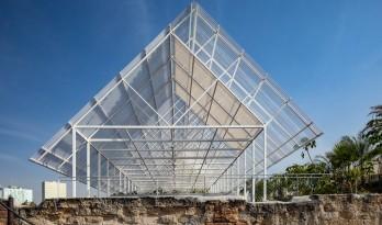 建筑保护的新思路--给旧结构加个顶 / PRODUCTORA 事务所