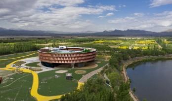 漂浮于湿地之上的候鸟之巢——中国怀来湿地博物馆/天友设计