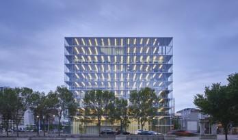 Edge办公楼,太阳能板铺满立面 / Dub Architects