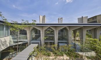 巨构与小人儿,筑紫森林幼儿园 / UID Architects