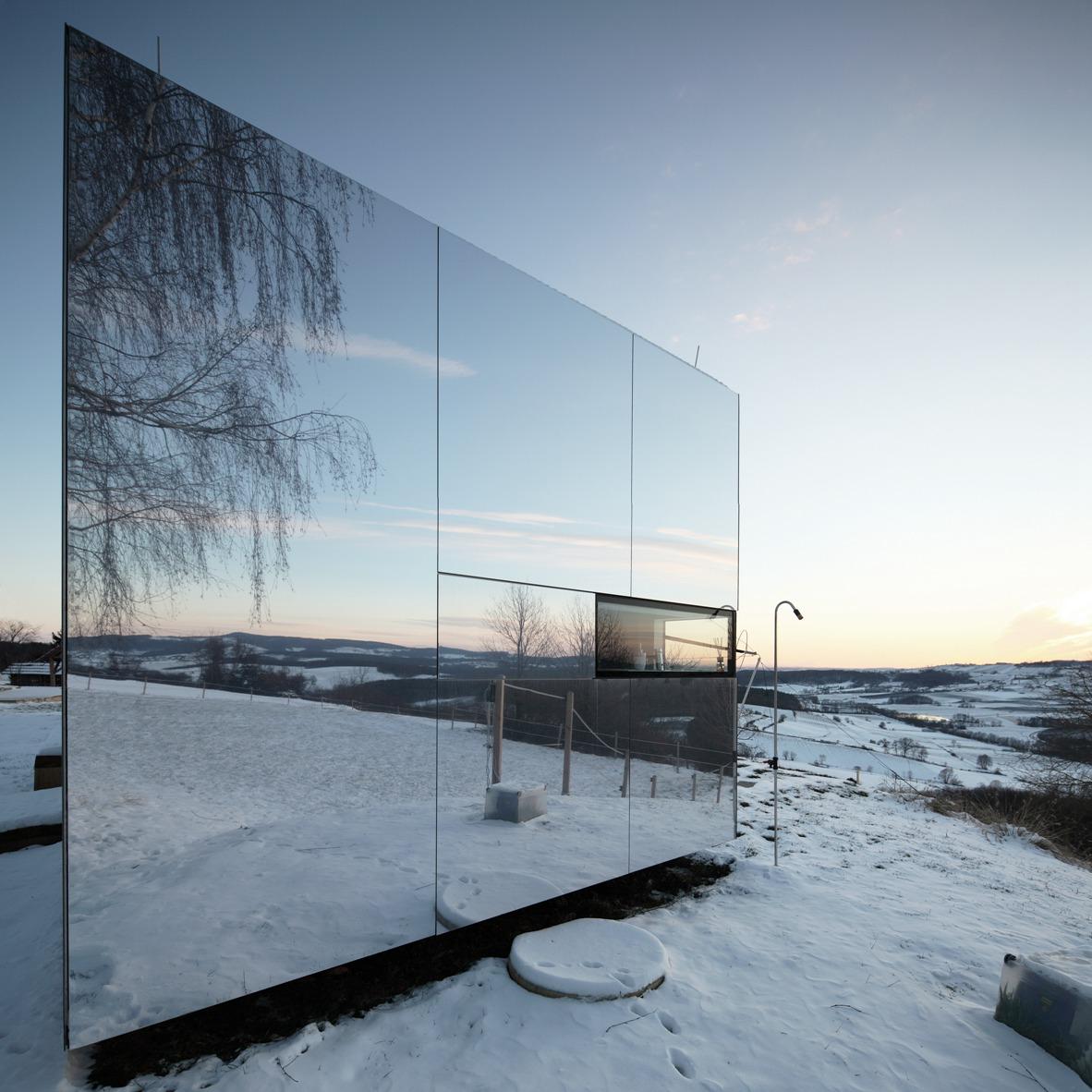 casa-invisibile-slovenia-delugan-meissl-dezeen-low-cost-housing-sq-852x852.jpg