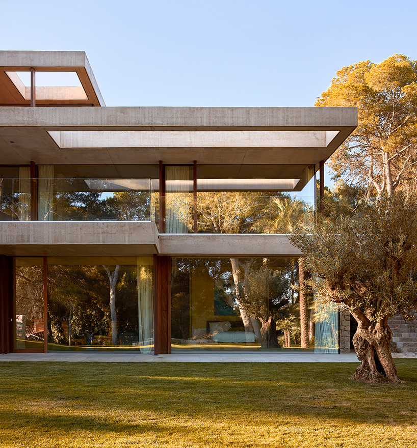 ramon-esteve-home-in-the-pine-forest-rocafort-valencia-designboom-07.jpg