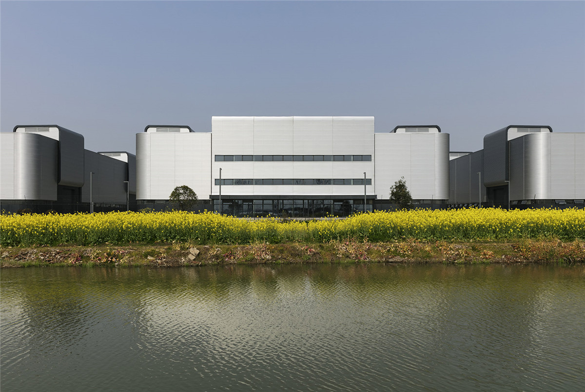 001-gmp-completes-the-facade-design-for-production-halls-in-Lingang-By-gmp (1).jpg