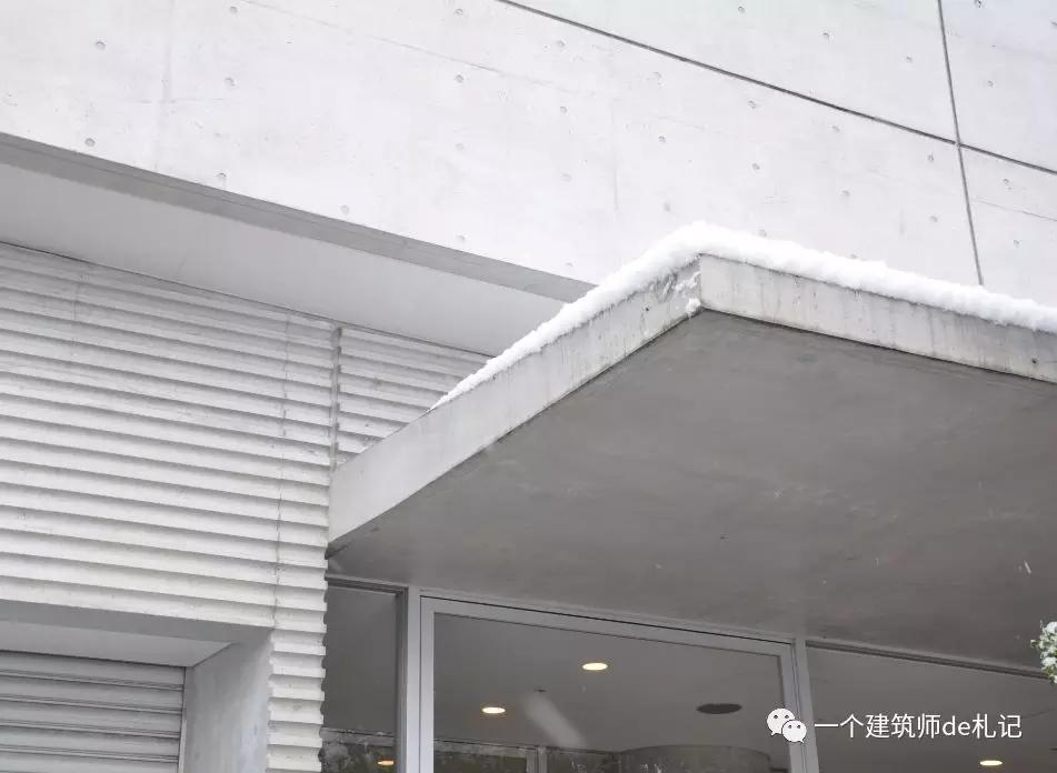 清水混凝土雨棚   ▲钢构雨棚,注意腹部结构布置   ▲钢构雨棚