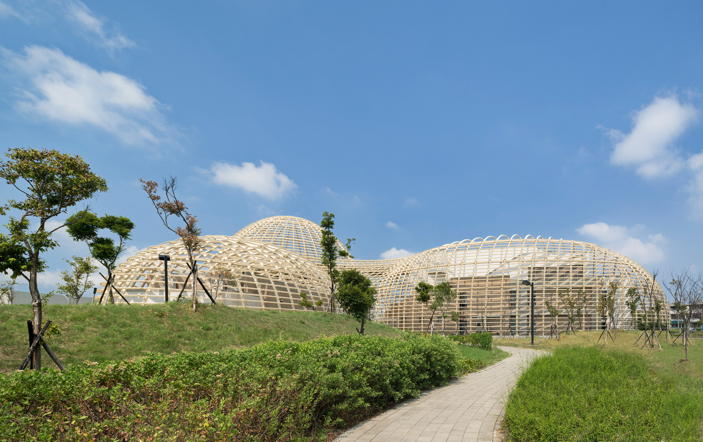 2_taoyuan-sewage-treatment-project-habitech-architects-taiwan-architecture_dezeen_2364_col_1.jpg