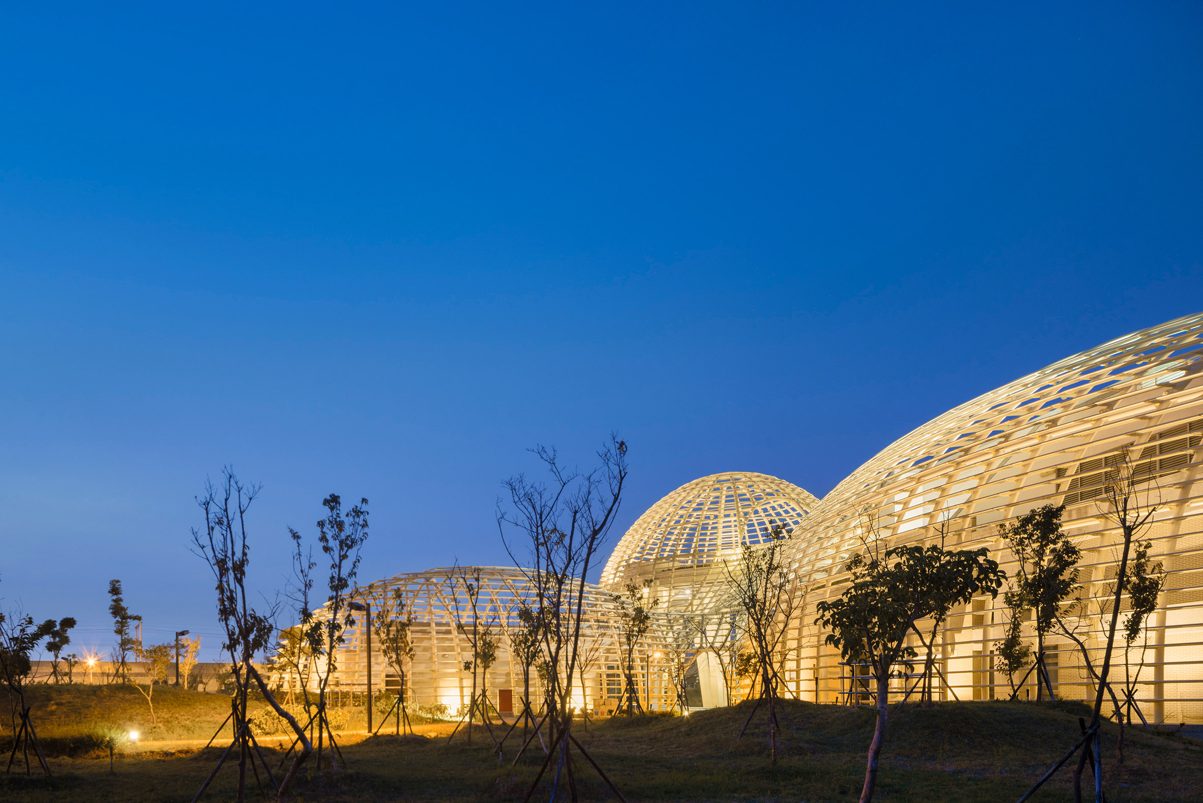 3_taoyuan-sewage-treatment-project-habitech-architects-taiwan-architecture_dezeen_2364_col_6.jpg