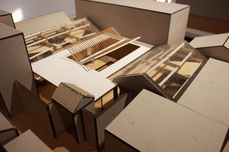 折的形式将立面与室内串联,像是一个被手工折叠过的千纸鹤座落在院落