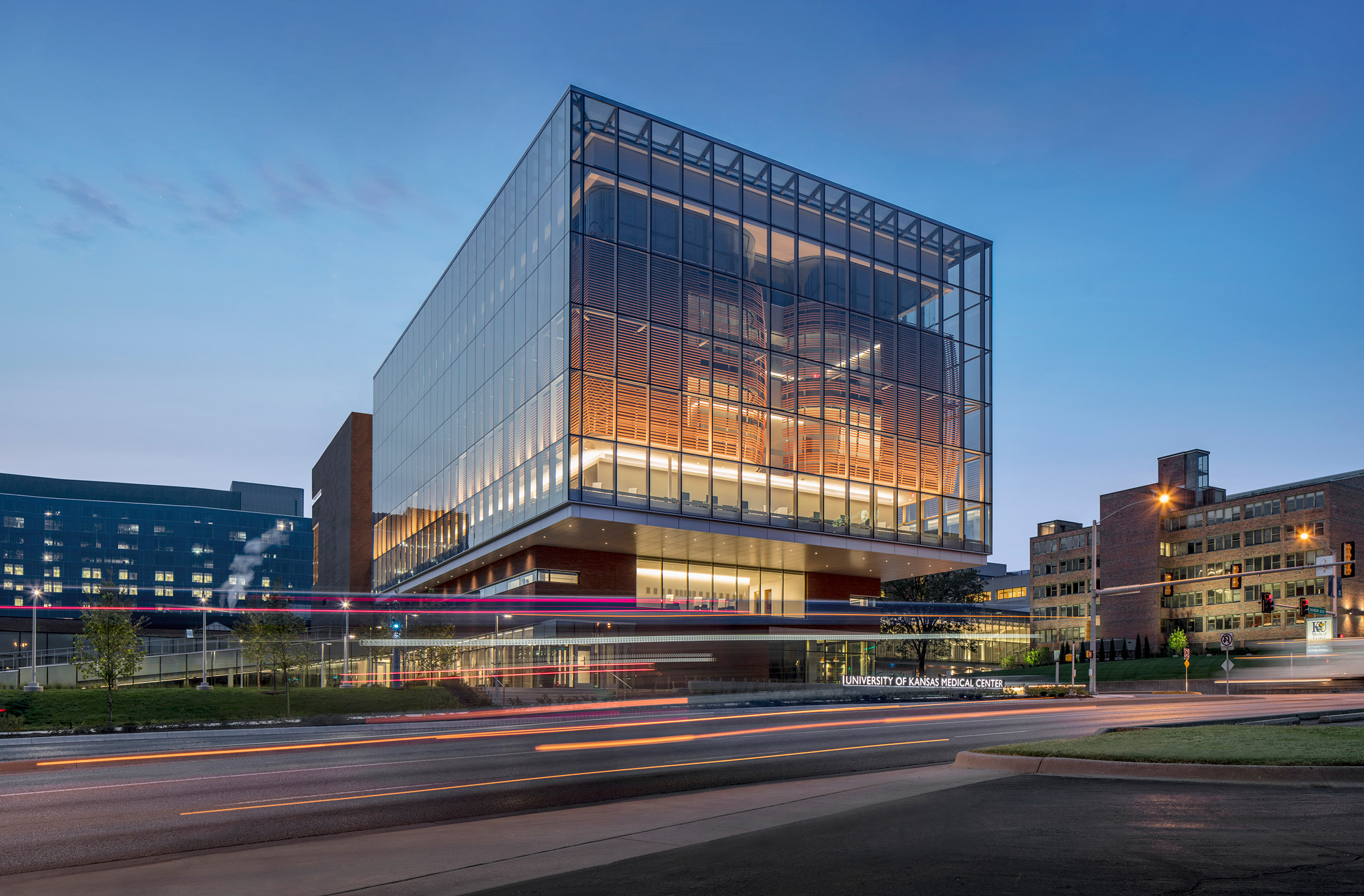 medical-center-university-of-kansas-co-architects-architecture-kansas-city-usa_dezeen_2364_col_0-852x560.jpg
