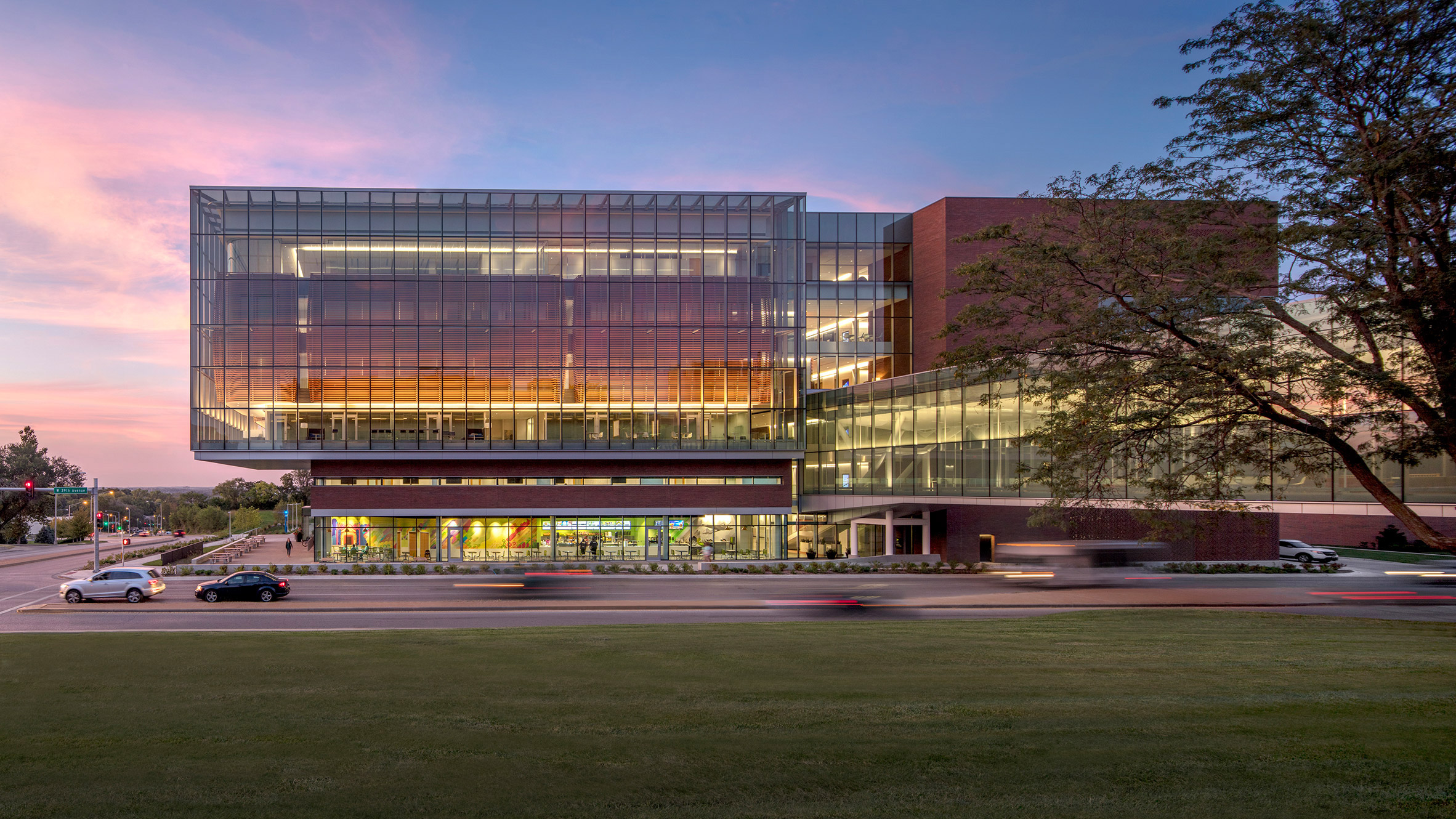 medical-center-university-of-kansas-co-architects-architecture-kansas-city-usa_dezeen_2364_col_4-852x479.jpg