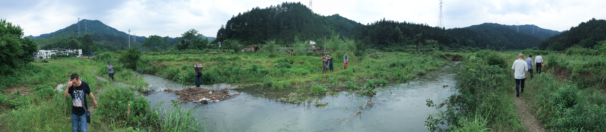 溪水漫溢,地势起伏,草木杂生 Overflowing streams, undulating terrains, and luxuriant vegetations.jpg