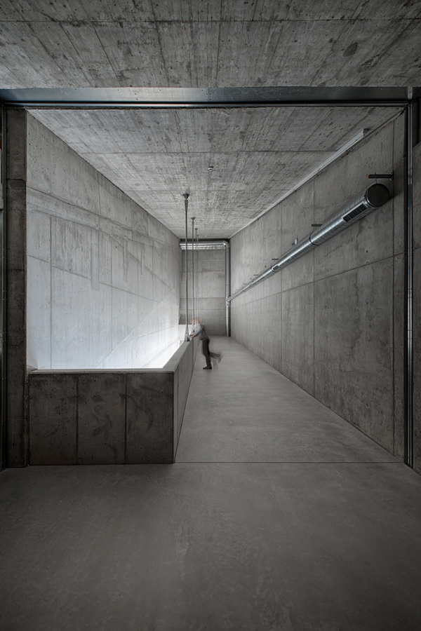 调整大小 14_Foyer_reverberation_chamber_2.jpg