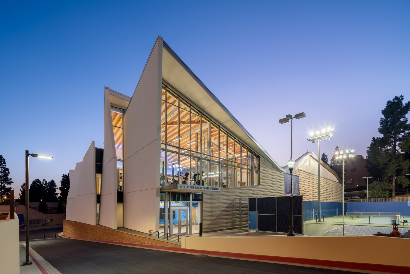 调整大小 ucla-basketball-facility-kevin-daly-architects-architecture-los-angeles-california-usa_dezeen_2364_col_17.jpg