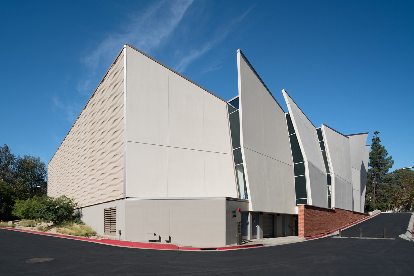 调整大小 ucla-basketball-facility-kevin-daly-architects-architecture-los-angeles-california-usa_dezeen_2364_col_6.jpg