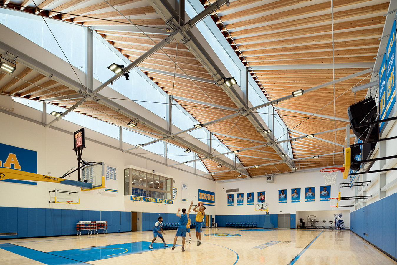 调整大小 ucla-basketball-facility-kevin-daly-architects-architecture-los-angeles-california-usa_dezeen_2364_col_19.jpg