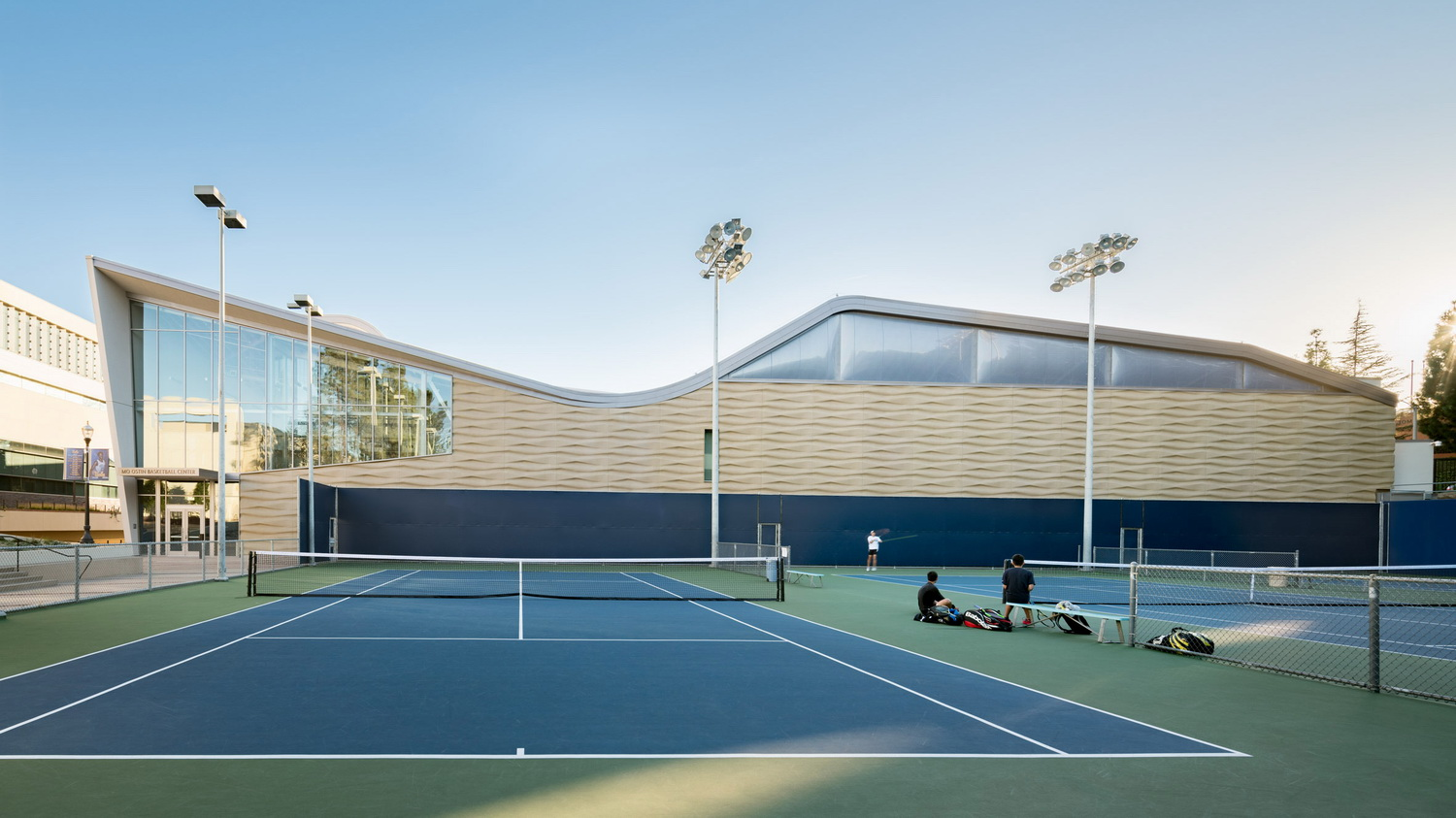调整大小 ucla-basketball-facility-kevin-daly-architects-architecture-los-angeles-california-usa_dezeen_2364_col_16.jpg