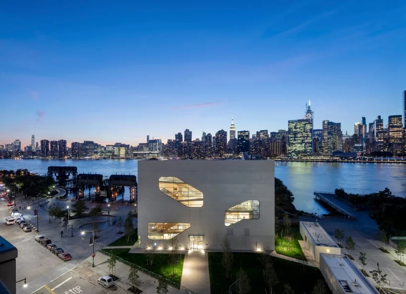 steven-holl-hunters-point-library-queens-new-york-designboom-11.webp.jpg