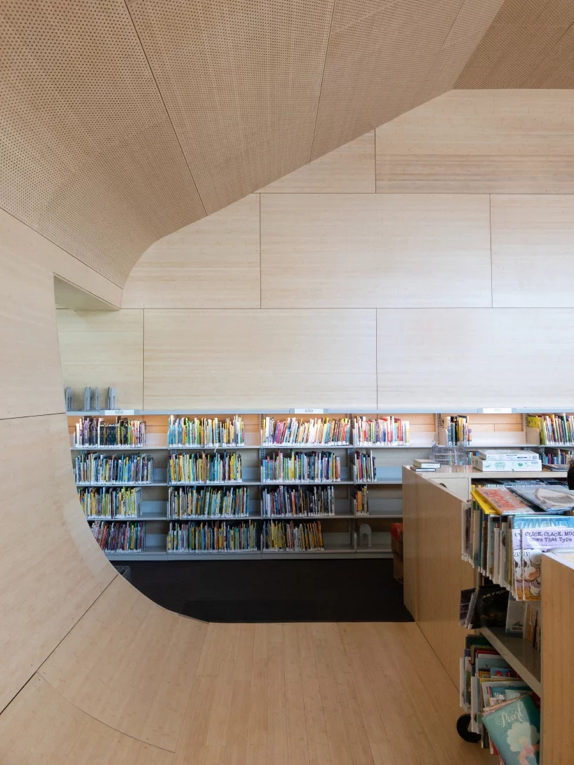 steven-holl-hunters-point-library-queens-new-york-designboom-08.webp.jpg