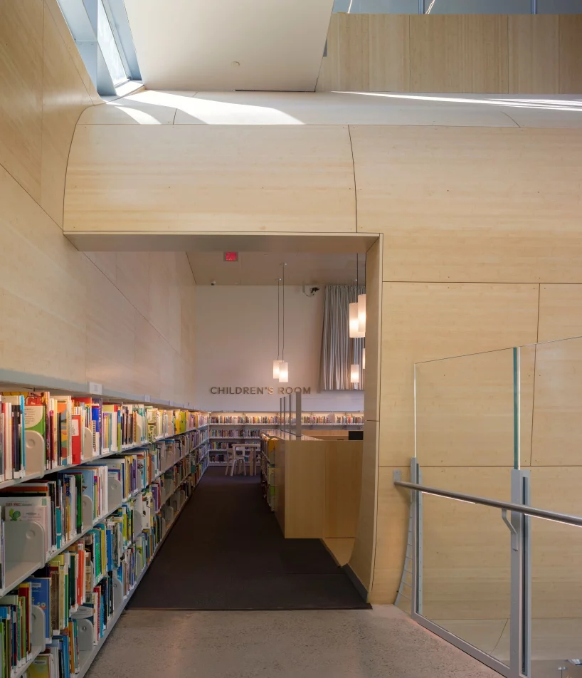 steven-holl-hunters-point-library-queens-new-york-designboom-09.webp.jpg