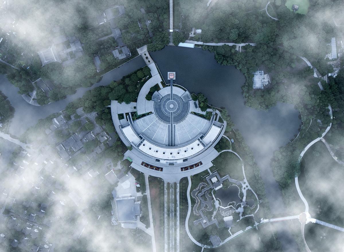 图片1-云层之下的祭禹广场_调整大小.jpg