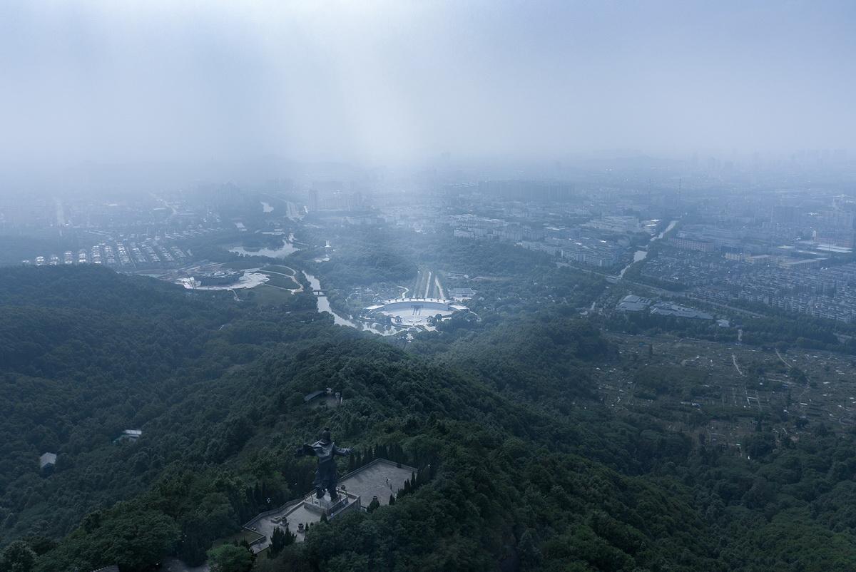 图片2-从山顶大禹像俯瞰祭禹广场_调整大小.jpg