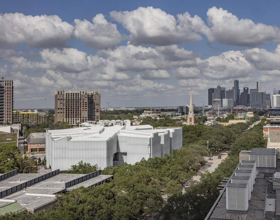 b1 ._The_Nancy_and_Rich_Kinder_Building_at_the_Museum_of_Fine_Arts__Houston__from_above._调整大小.jpg