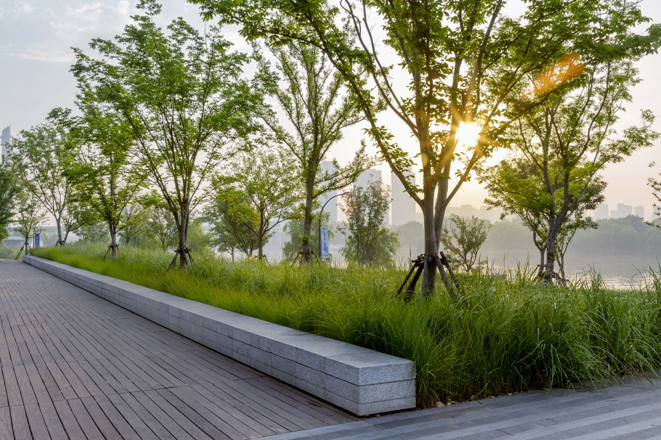 009-riverside-commercial-eco-park-china-by-collective-landscape-design-960x640.jpg