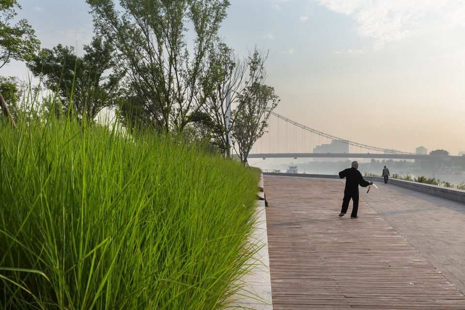 016-riverside-commercial-eco-park-china-by-collective-landscape-design-960x640.jpg