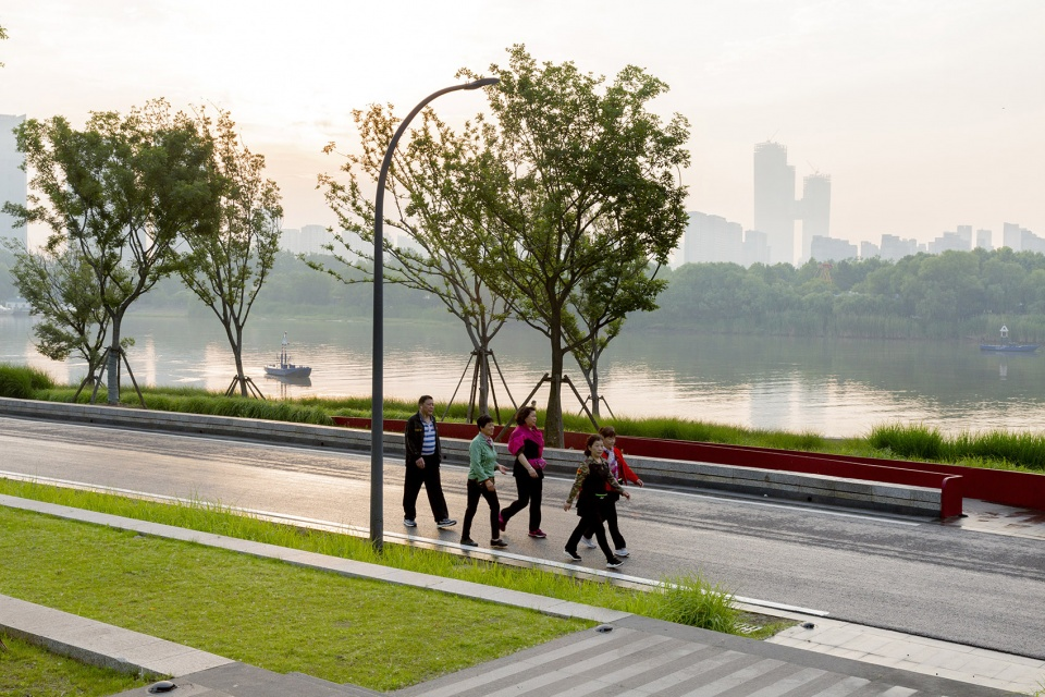 017-riverside-commercial-eco-park-china-by-collective-landscape-design-960x640.jpg