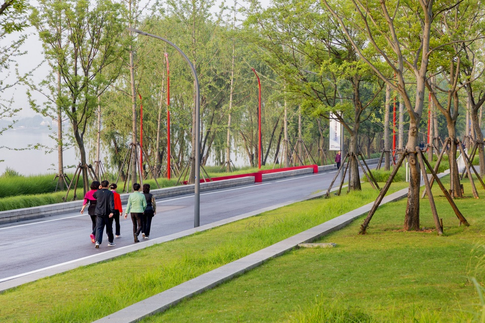 018-riverside-commercial-eco-park-china-by-collective-landscape-design-960x640.jpg