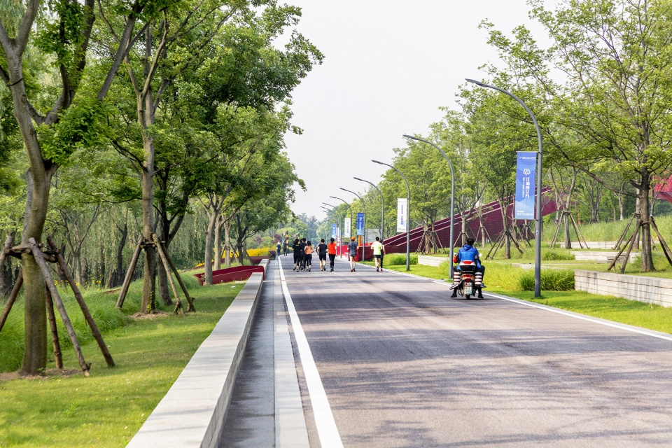 019-riverside-commercial-eco-park-china-by-collective-landscape-design-960x640.jpg