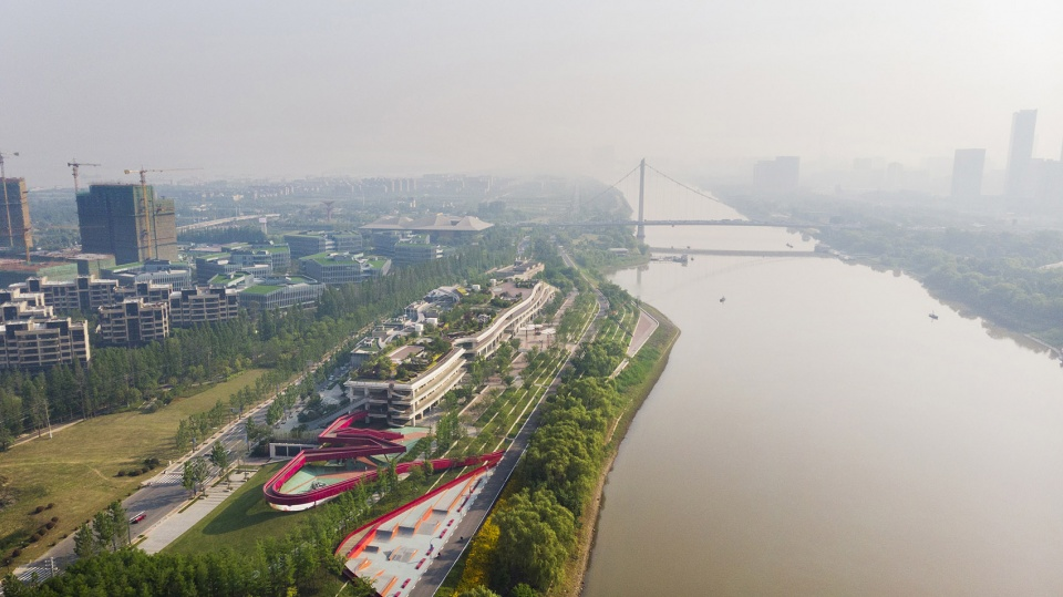 027-riverside-commercial-eco-park-china-by-collective-landscape-design-960x539.jpg